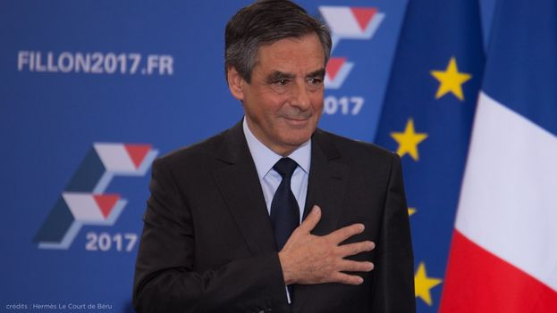 El candidato más conservador se impuso al moderado Alain Juppé en las primarias de este domingo. (@FrancoisFillon)