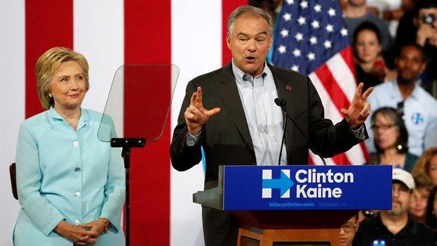 Los candidatos Clinton y Kaine. (EFE)