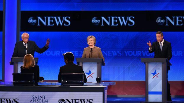 Los candidatos por el partido Demócrata de EEUU en su tercer debate. (ABC News)
