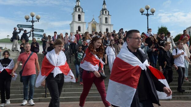 El carácter pacífico de las protestas dificulta la intervención rusa. (EFE)