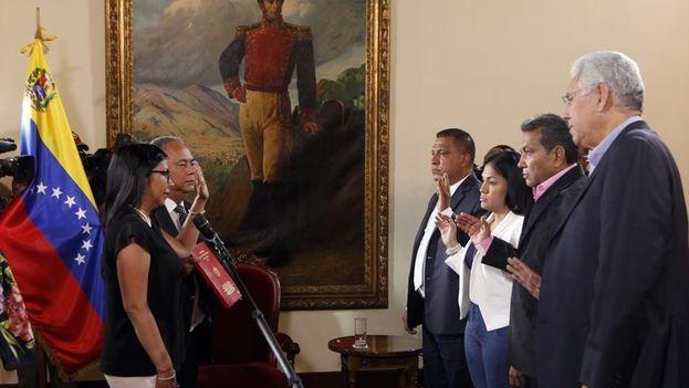 Los cargos electos juraron ante la ANC, tal y como les exigió el presidente Nicolás Maduro para que pudiesen asumir sus cargos. (Xinhua)
