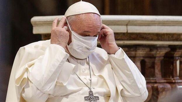 Hay cierto sector dentro del catolicismo que le reclama al papa Francisco el fin del celibato. (EFE)