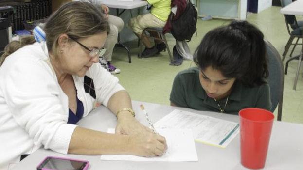 La directora del centro, Susana Sánchez impartiendo clases en el centro LaSalle. (Cortesía)