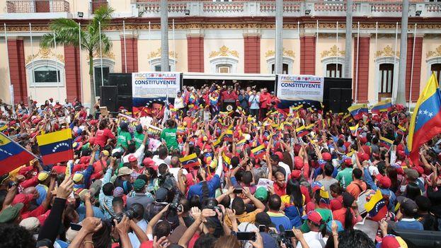 Los chavistas se dieron un baño de multitudes este martes, arengados por un presidente que les aseguró que la Constituyente era el arma para la paz. (@PresidencialVen)
