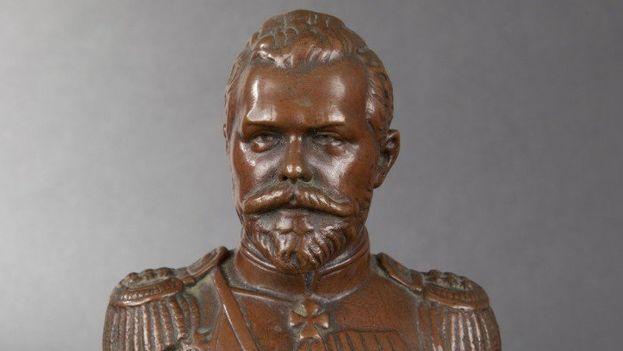 El busto de piedra fue colocado en septiembre de 2016 junto a la sede de la Fiscalía en Sinferópol. (Redes)