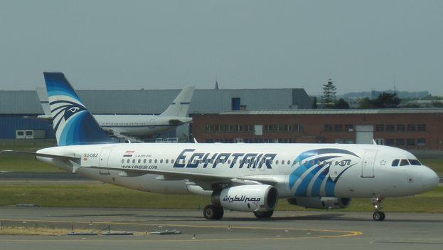 Un airbus 320 de la compañía Egyptair como el desaparecido esta mañana en el Mediterráneo. (CC)