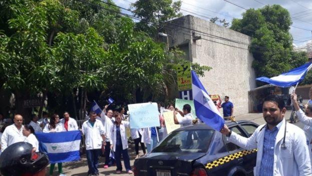 El despido causó una fuerte reacción por parte de la comunidad médica de Nicaragua, que aglutina a 37 asociaciones galenas. (El Nuevo Diario)
