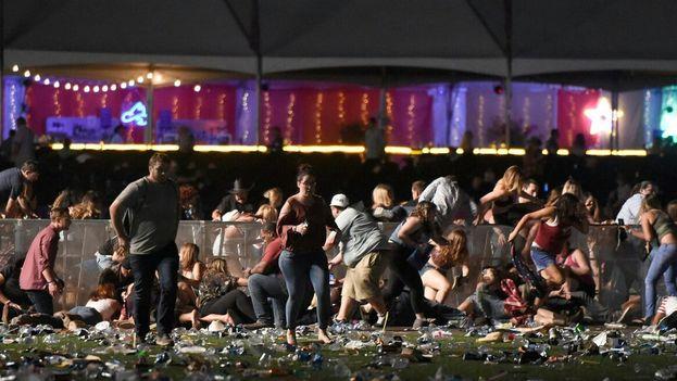 El público que asistía al concierto huye tras escuchar los disparos que han provocado al menos dos muertos. (@hpsnewscol)