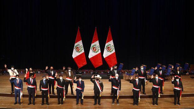 El Congreso puede negar su confianza al gabinete ministerial en pleno y forzar su reemplazo, pero sólo lo puede hacer dos veces en la legislatura de cinco años. (Presidencia Perú)