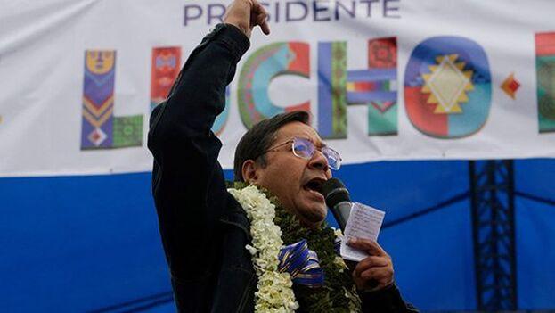 A falta de conocerse el cómputo oficial, la oposición y los GobIernos extranjeros reconocen la victoria de Arce. (LuchoxBolivia)
