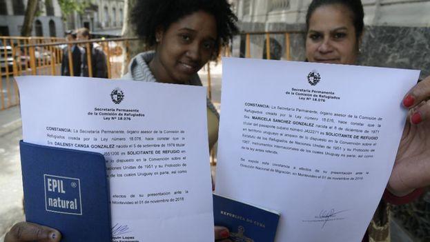El plan de contingencia que se aplica desde el jueves está permitiendo obtener documentación temporal a los cubanos que ya están en Uruguay de forma irregular. (Leonardo Mainé)