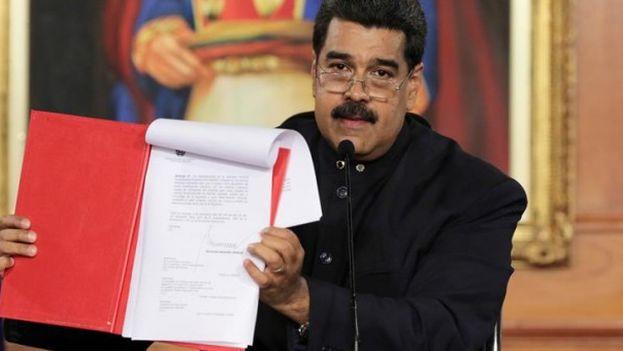 El presidente venezolano hizo esta convocatoria al cumplirse un mes de protestas antigubernamentales que piden la restitución del hilo constitucional. (EFE/Palacio de Miraflores)