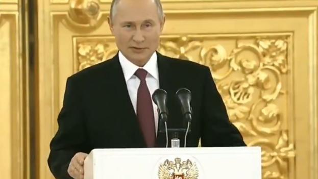 En la ceremonia de la entrega de las cartas credenciales en el Kremlin, la primera desde el estallido de la pandemia del coronavirus el pasado marzo, participaron 20 jefes de legaciones.