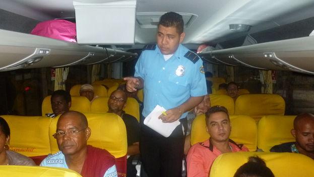Un grupo de cubanos varados en Panamá se dirige a México (Cortesía)