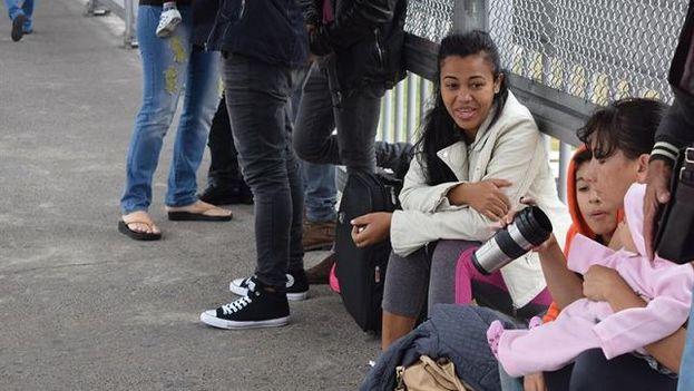 Un grupo de cubanos varados a las puertas de Estados Unidos. (Redes)