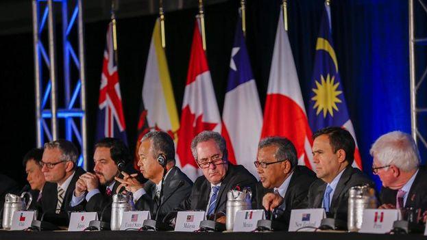 Una delegación de los países firmantes del Acuerdo Transpacífico. (EFE)