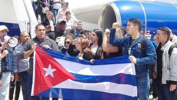 La delegación oficialista representa, según la prensa oficial, a la verdadera sociedad civil de Cuba. (Granma)