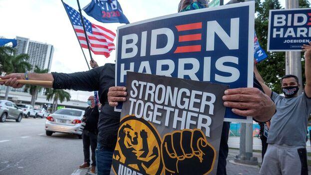 El candidato demócrata ha centrado sus promesas entre los hispanos en los temas de salud, empleos, educación, inmigración y, por supuesto, Cuba. (EFE)