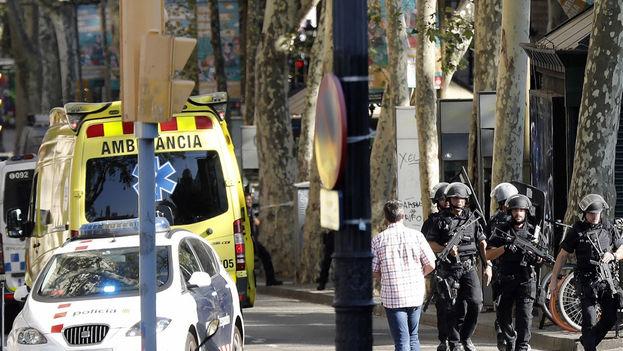 El departamento de Salud de la Generalitat ha informado de que de los dos atentados en Cataluña 79 personas ya han sido dadas de alta. (EFE)