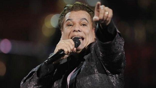 El desaparecido cantante Juan Gabriel en concierto. (EFE)