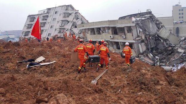 El deslizamiento de tierras afectó en distinto grado a 33 edificios del parque industrial Hengtaiyu. (captura de vídeo)