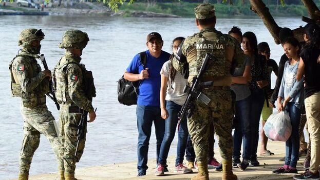 El despliegue de la policía naval está disminuyendo el flujo de migrantes por las laderas del río Suchiate, fronterizo entre los dos países.