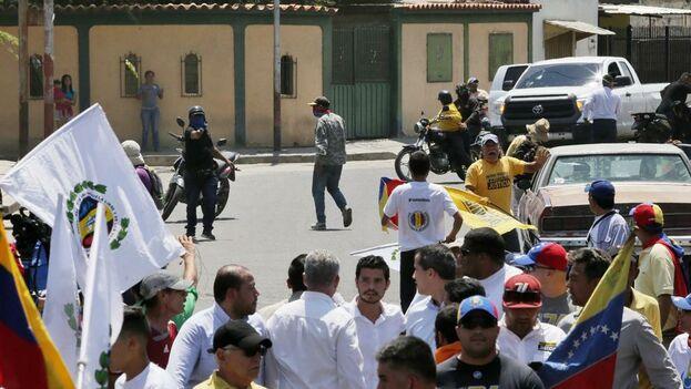 """""""La cobarde dictadura intentó asesinarme. Tiene más de nueve impactos de bala nuestro vehículo"""", dijo Juan Guaidó."""
