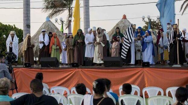 En diferentes municipios de Nicaragua se presentaron obras de teatro ante un público que apenas reparaba en la pandemia de covid-19. (EFE)