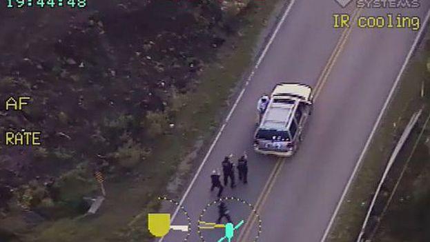 En el vídeo difundido puede verse como tres policías encañonan al afroamericano antes de que una agente le disparase. (Captura)