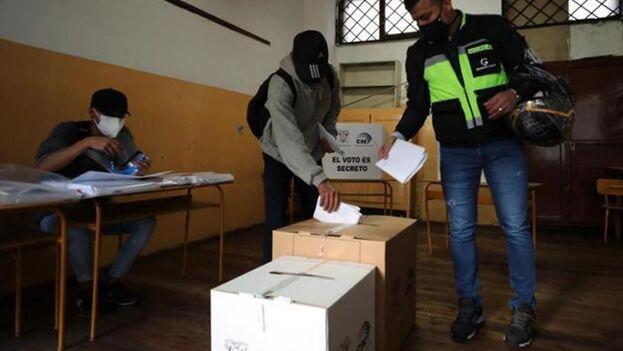 Los votantes tendrán que elegir además a los 137 diputados que conforman la Asamblea Nacional. (EFE)