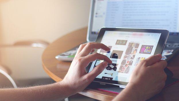 El estudio constata un auge creciente de los dispositivos móviles respecto a las computadores personales: el 65% frente al 34% a comienzos de 2017. (Pixbay)