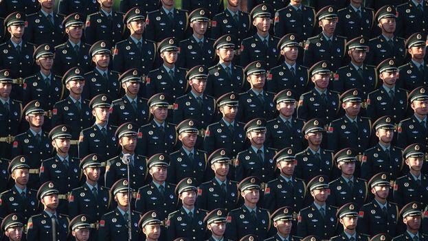"""El ejército chino ha sido sometido a tecnologías para """"leer la mente"""", pero se desconocen los detalles. (EFE)"""