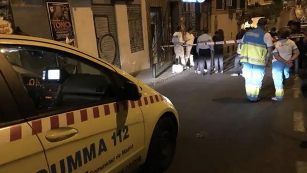 Los servicios de emergencia en el lugar del feminicidio, el barrio madrileño de Tetuán, en julio de 2018. (Twitter)