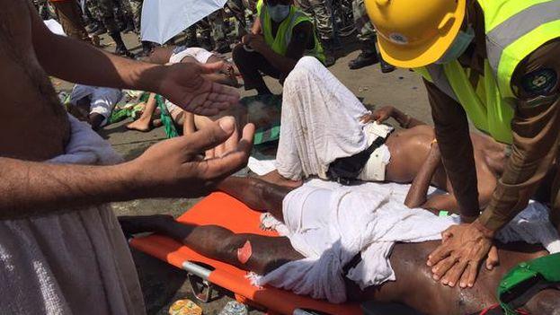 Los servicios de emergencias continúan las labores de rescate y advierten de que la cifra no es definitiva. (@KSA_998)