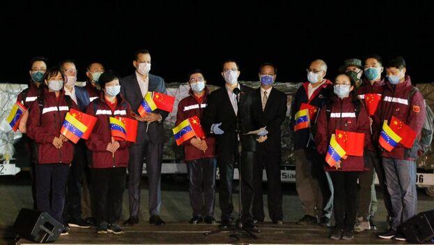 Los especialistas pisaron tierra pasadas las 4:00 horas locales en la terminal aérea de Maiquetía, la principal del país y que sirve a Caracas. (Jorge Arreaza)