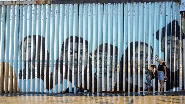 En vez de esperar la audiencia de inmigración que estipula la ley en territorio estadounidense, esa política obliga a quienes buscan asilo a esperar fuera de EE UU el proceso de adjudicación de sus solicitudes. (EFE)