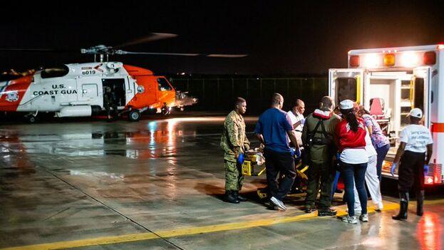 Desde la embajada estadounidense en Nassau se envió ayuda para evacuar a los afectados en Islas Ábaco. (@USEmbassyNassau)