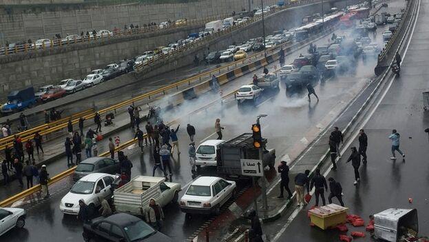 Las protestas estallaron el pasado 15 de noviembre por el aumento del precio de la gasolina y su racionamiento. (Nazanin Tabatabaee/WANA)