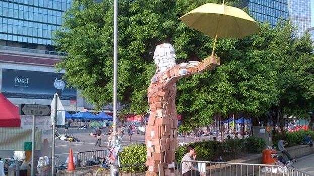 La estatua conocida como Umbrella Man. (@KeithBradsher)