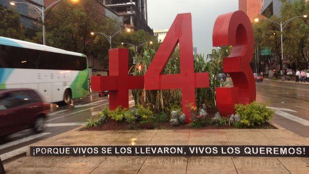La noche de este sábado se cumple un año de la desaparición en Guerrero de 43 estudiantes a manos de la policía municipal de Iguala aliada con el cártel local Guerreros Unidos