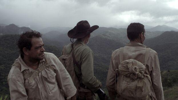 La película elogia a un grupo de excombatientes que ven de su participación en la guerra de Angola el cumplimiento de un compromiso de la Revolución cubana.