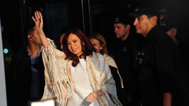 La expresidenta argentina a su llegada a Buenos Aires este lunes. (Twitter)