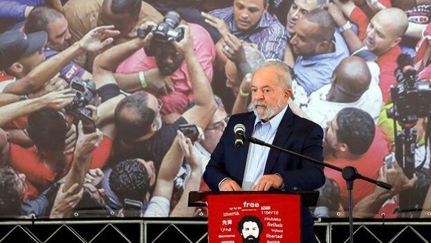 """""""Yo tengo 75 años, yo me considero que tengo una buena salud, estoy bien físicamente, pero no tengo que ser yo obligatoriamente"""", dijo Lula en referencia a su candidatura. (EFE)"""