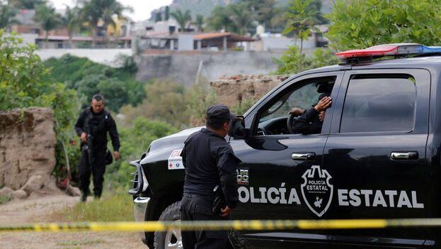 La fosa fue localizada a inicios de octubre pasado en una finca en el fraccionamiento Los Sabinos en el que peritos forenses encontraron inicialmente cuatro cuerpos inhumados, como resultado de trabajos de inteligencia y diversas investigaciones. (EFE)