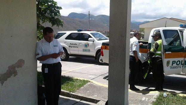 Algunos funcionarios de policía de carreteras colombianos llaman a la policía cuando no reciben el dinero que reclaman a los inmigrantes. (14ymedio)