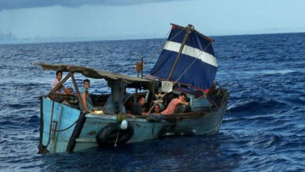 Un grupo de balseros cubanos. (Archivo)