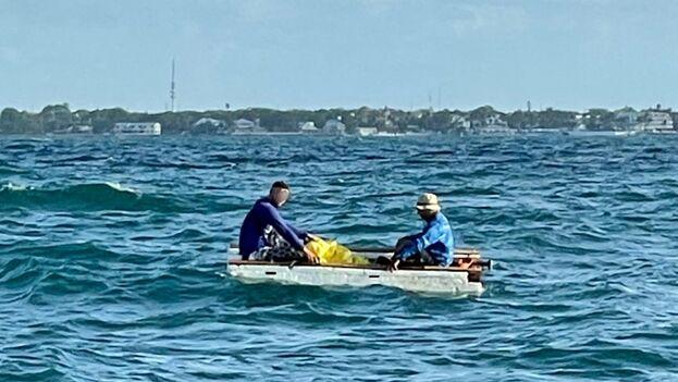"""Los guardacostas insistieron en señalar que lanzarse al mar en una embarcación no opta para navegar """"es peligroso y puede resultar en la pérdida de vidas"""". (USCG)"""