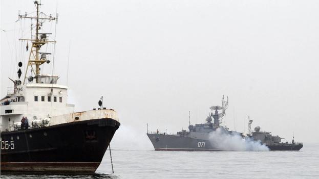 Un buque de guerra ruso en el Mar Negro. (EFE/Zurab Kurtsikidze/Archivo)
