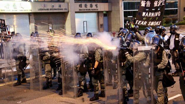 Tanto el mitin como la marcha improvisada de ayer tenían como objetivo protestar por la actuación policial en las últimas semanas. (EFE)