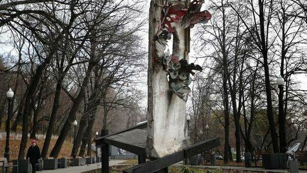 El monumento, inaugurado en la capital rusa hace 23 años, se sitúa a pocos metros del Centro Andréi Sájarov, encargado de difundir el legado del conocido disidente soviético. (EFE)
